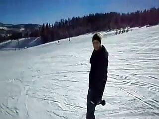 Bottom bared in ski lift mishap Ski lift head rare