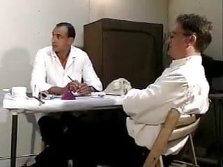 A sex examination - Examination gyneco avec des instruments medicaux et le fist