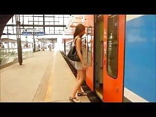 Lreal voyager nude Un petit voyage en train