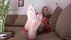 Mommy feet joi