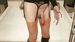 long nails ans extreme heels cums