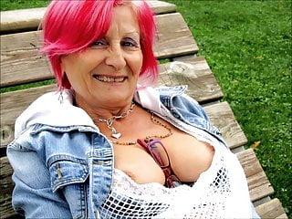 Pictures of mature women wearing bikinis - Stunning women 4 nice cleavage