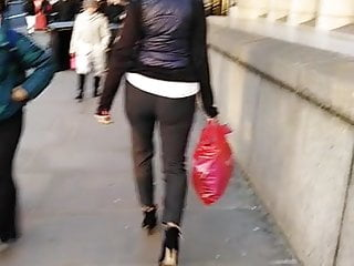 Pee shooters - London banker big ass vpl candid shooter
