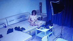 Девушка болтает онлайн с камерой (шпион)