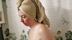 La moglie si sta asciugando