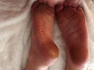 First amateur porn - First amateur homemade video cum on wrinkled soles footjob