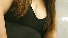 Reife Lady mit Mega Ausschnitt oO