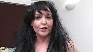 European mature slut mom rub her old pussy
