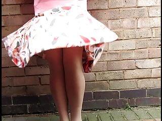 Pamala anderson sex tapes free Pamala windy day patterned skirt