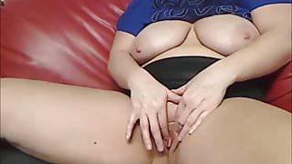 Horny Wife masturbates on Webcam in front of many strangers