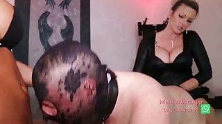 schwanz wird gefickt von dildo latex lesbian fisting hard