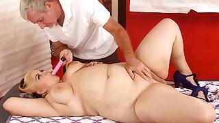 Old Pro Sensually Massages Fat Beauty Buxom Bella