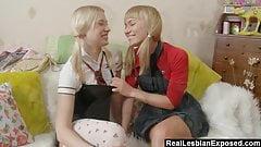 Лесбиянки-школьницы занимаются аналом