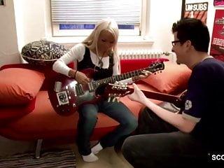 Probed teens Musiklehrer fickt eigene schuelerin nach der probe