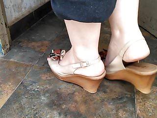 Anabela mota nude Brincando meus pezinhos em sandalia anabela