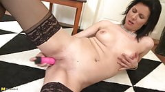 Amateur mom with thirsty pussy and hot body