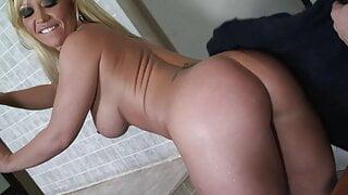 Austin Taylor show her fat butt under the shower