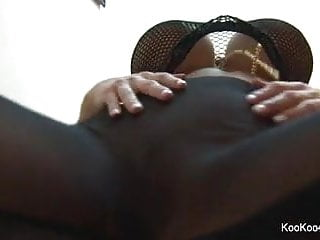 Ashleigh sexy canadian girl - Sexy amy rubs her pussy for the camera