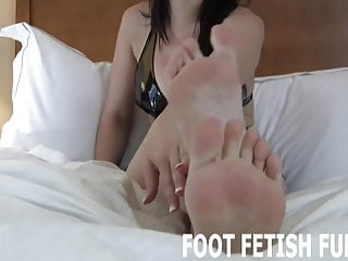 How to be the perfect bottom I know how much you want to touch my perfect feet