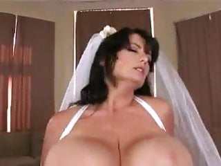 Does beer make boobs bigger - Big wedding boobs - bigger