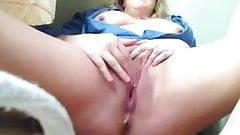 BBW masturbating and squirting