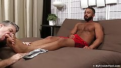 Arab hunk Damian Taylor enjoys a feet worshipping session