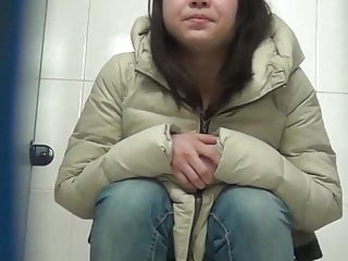 Girls caught in the toilet peeing Chinese toilet peeing 12
