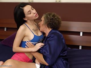 Mature girls lesbian sex - Granny at lesbian sex with busty girl