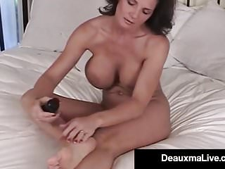 Athena lundberg on bed nude pics - Mature milf deauxma shows off toes feet soles in bed nude