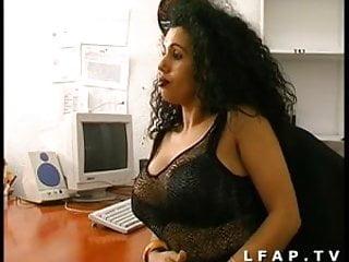 Porno francais amateur Sodo au bureau pour ce jeune couple amateur francais