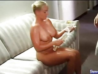 Calli cox porn - Oil me up and fill my pussy