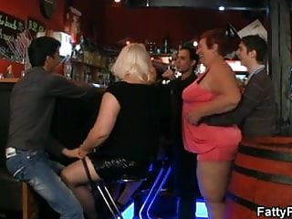 Shemale and fat chicks porn x - Fat chicks have fun in the bar