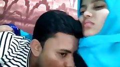 Bangladeshi college lover sucks on her boobs
