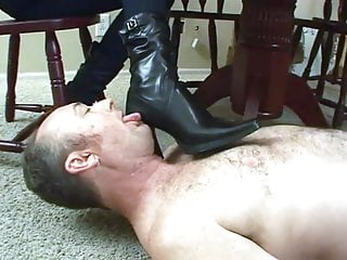 I want a boot lick slave Fetish ladies order guys to lick their boots clean.