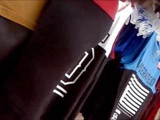 De chicas amateur en ropa Teen en tienda de ropa