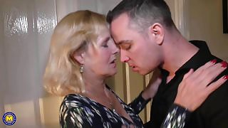Mother Molly gets vaginal and oral sex with step son