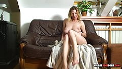 Big booty babe shows tits while fapping