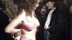 Retro 80er, britische Pub-Stripperinnen werden freundlich