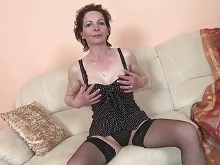Very youing cunt - Slim mature mom with very hungry old cunt