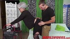 Молодой извращенец так жестко трахает свою бабушку