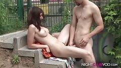 Geiles Teen beim Outdoor Fick mit Freund erwischt