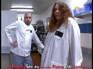 Video xxx voir Le patron veut la voir se faire baiser dans son resto