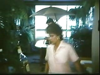 Bikini mulher - O beijo da mulher piranha 1986