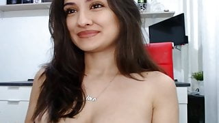 Busty Babe Fucks her Wet Cunt on Live Cam