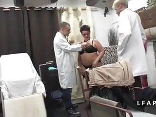 Doc truyen sex Bbw grosse maman femme fontaine se fait dilater chez le doc