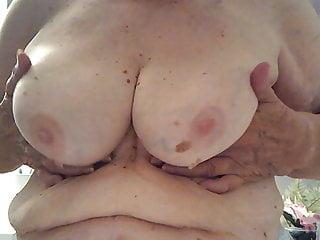 Sezies sucking tits - Granny sucking tits