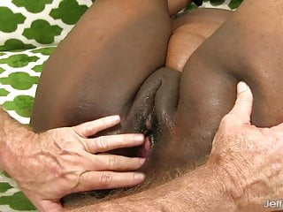 Bouncing ass on dick - Black mommy heather mason bounces her fat ass on white dick
