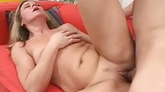 SEXY MATURE 25 sex with younger man