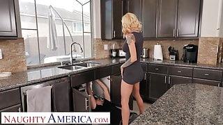 Naughty America Sarah Jessie shows neighbor how wet she gets