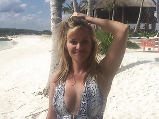 Reese witherspoon nude and naked - Reese witherspoon on the beach saying happy birthday